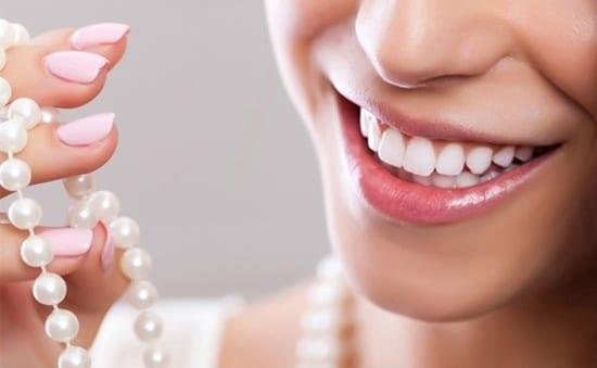 """Bật mí kinh nghiệm làm răng sứ đẹp để không bị """"tiền mất tật mang"""""""