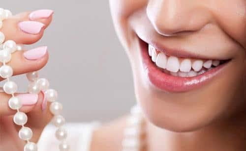 Làm cầu răng sứ khác với bọc răng sứ ở những điểm nào?